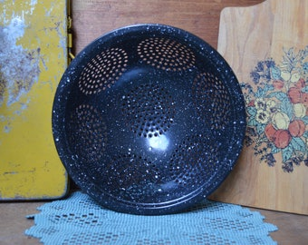 Vintage Standing Black Speckled Enamel Colander Strainer Farmhouse Decor Rustic Primitive Enamelware