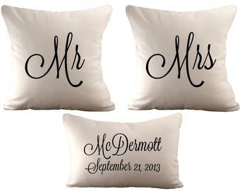 18 x 18 Herr & Frau und ein 12 x 18 personalisierte - Set von 3 Kissenhüllen - wählen Sie Ihre Schriftart, Schriftfarbe und Stoff