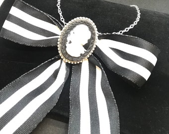 Bow and Cameo necklace