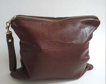 Brown leather clutch | Women's clutch bag | Wristlets | Brown leather bags | Chic purses | Minimalist handbags | Bags for women| Makeup bags