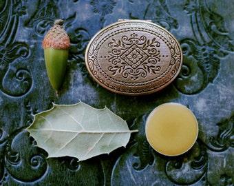 Q for the Oak Solid Natural Perfume Mini Compact Locket Keepsake, Celtic Tree - Green, woody amber.