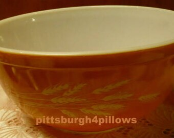 Pyrex - Winter Wheat - Autumn Harvest -  Orange - 403 - Nesting Bowl - 2 .5  Pt - Nice