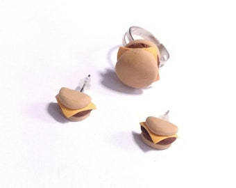 Cheese burger earrings and ring set. Hand sculpted food jewelry, dollhouse miniature cheeseburger food earrings, stud burgers, beef burgers