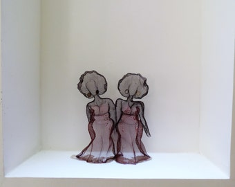Women Sculpture, Wire Sculpture Art, Metal Sculpture Decor, Red Metal Sculpture, Sisters Artwork, Home Decor Sculpture, Wire Mesh Sculpture