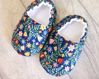 Baby shoes girl, baby slippers, floral baby shoes, soft sole baby shoes, floral crib shoes, new baby gift, baby booties, baby shower gift