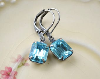 Light blue vintage glass earrings - Silver leverbacks - Aqua jewellery