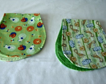 Burp cloth set of 2 - Zoo- green - flannel - reversible
