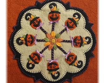 NEW *** PUMPKIN POPS Candle Mat Kit, Diy Craft Kit, Felt Craft Kit, Diy Kit, Wool Felt Kit, Halloween Crafts, Felt Crafts, Penny Rug Kit