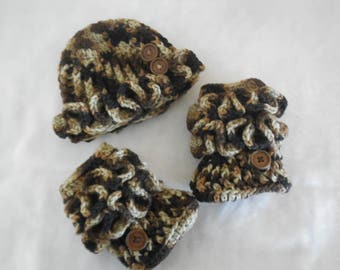crochet baby hat and booties ~ camouflage hat and booties ~ baby girl ~ 0-3 month hat and booties ~ ruffled hat ~ ruffled booties