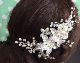 Floral Bridal Comb, Ivory Pearl Wedding Comb, Rhinestone Wedding Headpiece, Floral Bridal Headpiece, Flower Comb for Bride
