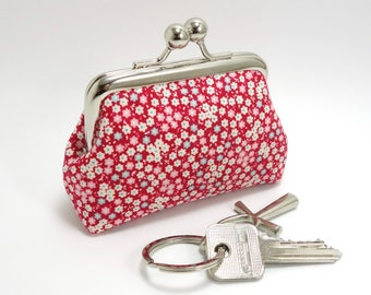 Red kisslock coin purse / Tilda floral fabric / Change purse with clasp / Silver color metal frame and light turquoise blue lining