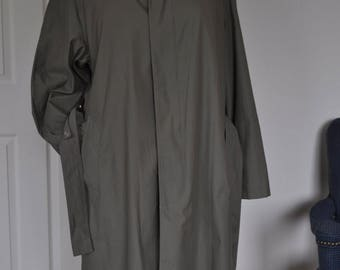 Ralph Lauren long mens trench coat. Removable inner lining. Sz 38R.
