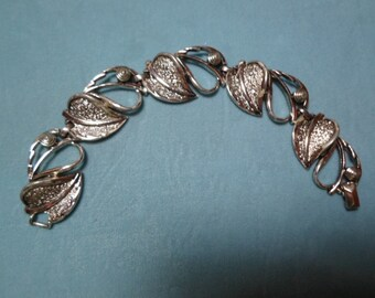 Vintage 1960s to 1970s Silver Tone Leaf Bracelet Sarah Coventry Chunky Thick
