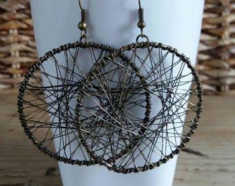 Round dangle earrings in bronze
