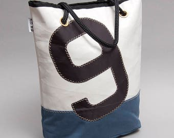 Recycled sail tote bag with pockets