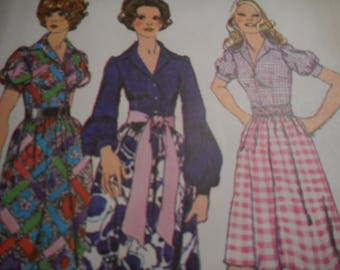 Vintage 1970's Simplicity 9723 Dress Sewing Pattern Size 10 Bust 32.5