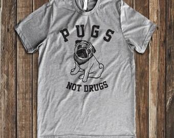 Pugs not drugs  graphic print men's & unisex crew neck t-shirt