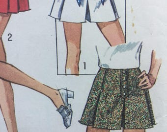 Simplicity 8698, 1970s Vintage Sewing Pattern, Misses' Set of Scooter Skirts, Size 8