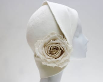 The Anais Cloche w/ Fold Back Sculpted Brim, Ivory Silk Rose Winter Wedding Hat Felt 1920s Hat - En Blanc Fashion Millinery