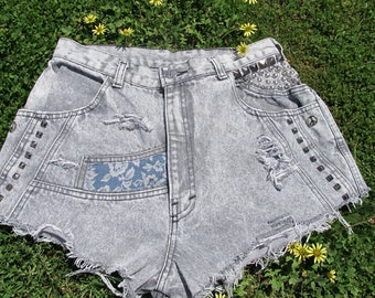 Vintage Aussie 1970s Acid Washed Grey High Waisted US 8 Jeans Shorts