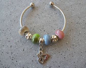 Pretty Bangle in silvery metal, acrylic beads