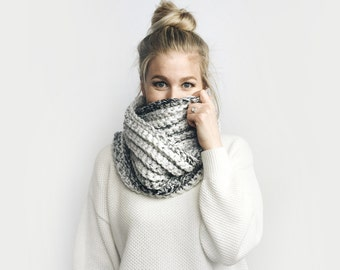 Infinity Scarf, Chunky Knit ⨯ The Léogâne ⨯ in MARBLE GRAY