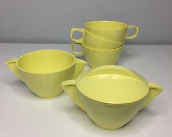6 piece set of vintage yellow Mallo-Ware