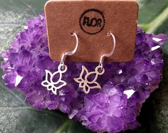 Tiny lotus earrings - Earrings with small lotus flowers