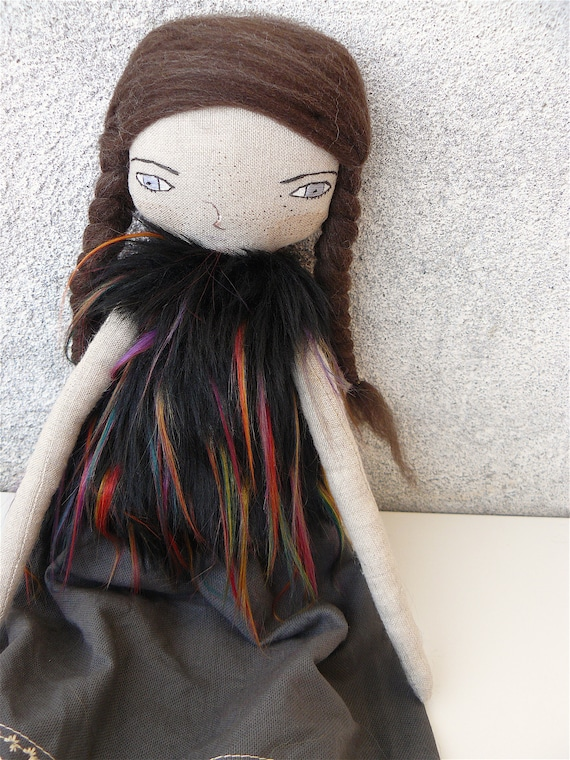 Reserved for VICKI. Large art doll in linen. Wool hair. 16,5 inches. Long hair.