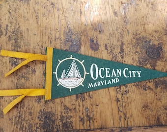 OCEAN CITY, MD old vintage felt souvenir pennant flag