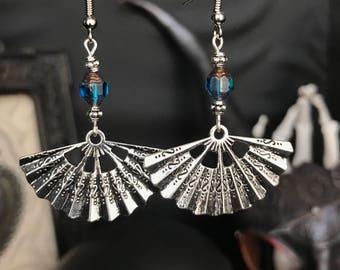 fan - vamp - glamour - elegant - classy earrings