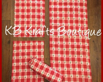Strawberry Runner and 4 Placemat Set