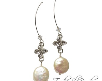 Modern Bridal Earring | Pearls | Bridesmaid Gift | Gift for Her | Elegant Wedding Jewelry |  Modern Pearl Drop Earrings | Romantic Night Out