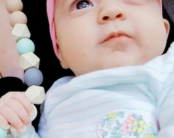 Silicone nursing necklace, food grade silicone chew beads teething necklace, new mom gift, baby shower gift, teething toy, chewelery