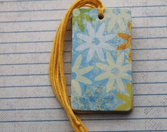 27 gift tags white and yellow daisy flower distressed aged patterned paper over chipboard