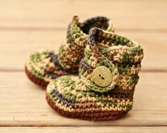 Baby Deer Shoes, Camo Crochet Baby Booties, Gender Neutral Newborn Boots, Green and Brown Baby Deer Outfit, Hunting Infant Crib Shoe