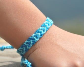 woven friendship bracelet / indian bracelet / hippie bracelet / gift / handmade / knotted bracelet - Heart Bracelet (blue)
