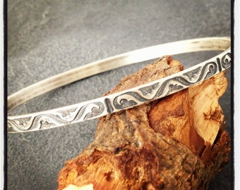 Sterling silver pattern bangle hallmarked in Edinburgh