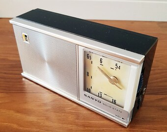 1960s SANYO Model 6C-11 Six Transistor Radio, In Working Condition