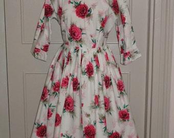 Vintage 1950s Carnation / Floral Print Cotton Dress