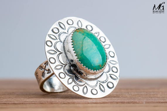 Green Kingman Turquoise Gemstone Ring in Sterling Silver with Stamped Leaf Border - Size 8.75