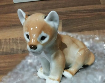 Bone China porcelain lion cub great condition no chips or marks nice collectable.