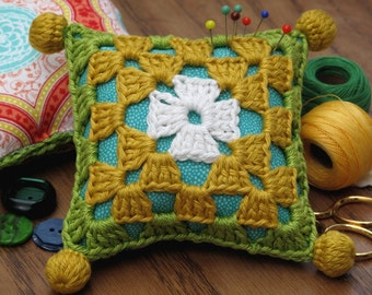 Granny square Crochet Kit - Learn to crochet - My Granny's Square pincushion