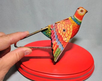 Antique toy bird of tinplate with motion and sound of the years 40s