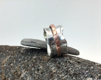 Hammered silver, rustic, melted edge, oxidized, spinner ring, meditation ring, worry ring with stamped copper wire spinning band in size 10