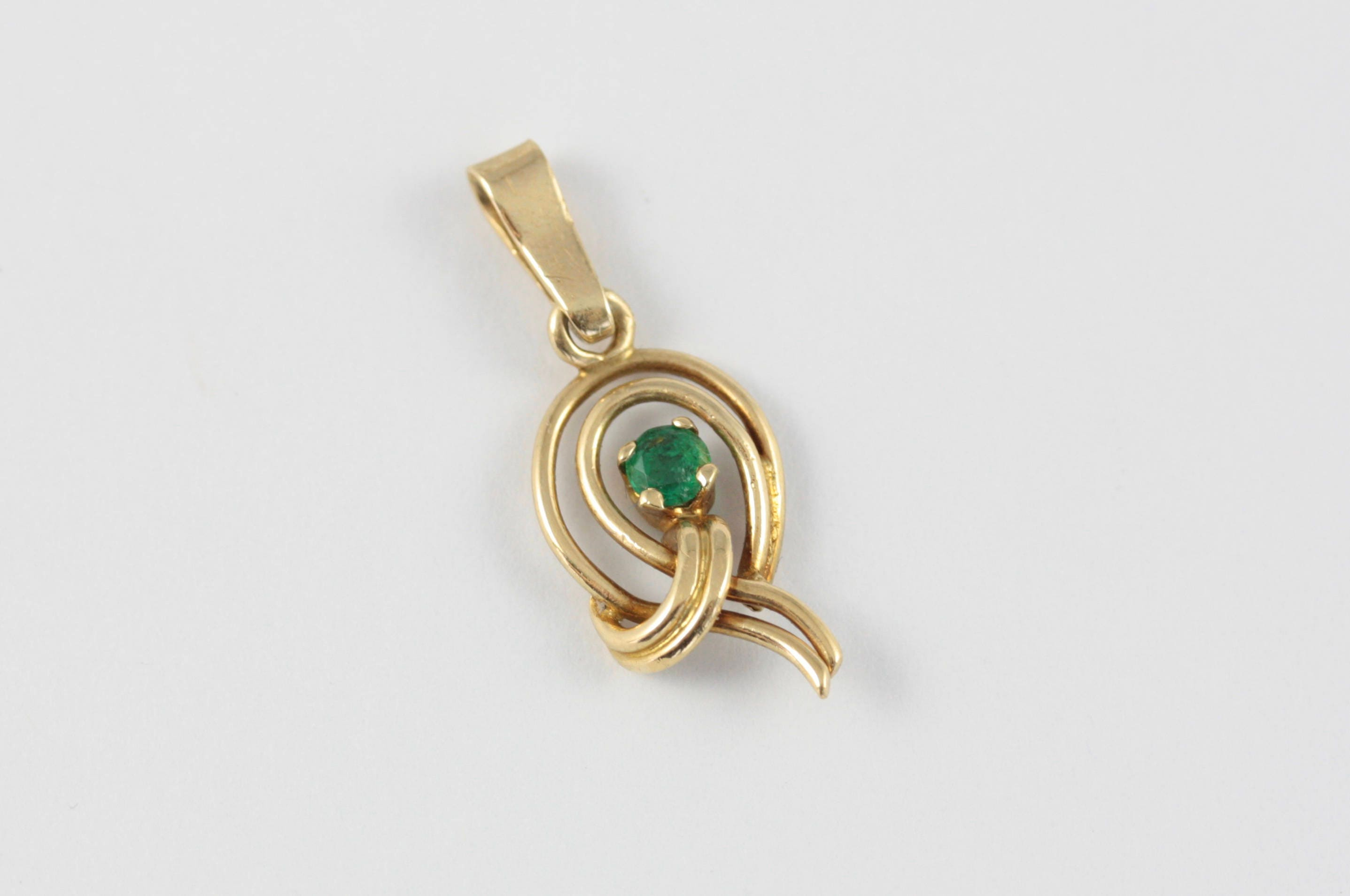 motion in pendant chain created stone gold yellow with sparkle emerald mini products teardrop inset