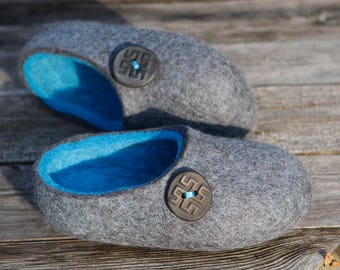 Felted wool slippers in Gray  with Tiquoise inside. Hand made. Made to order.