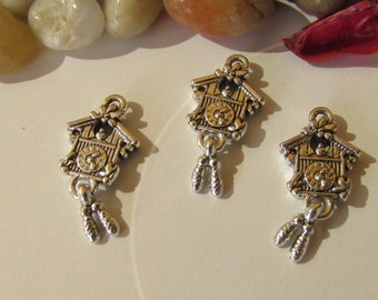 D-02210 - 3 Pendants Cuckoo Clock antique silver