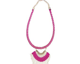 Threadwork necklace with metal in pink and golden color
