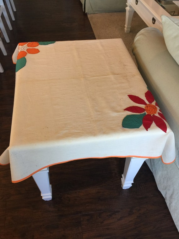 Charmant Vintage Hand Sewn Embroidered Flour Sack Tablecloth